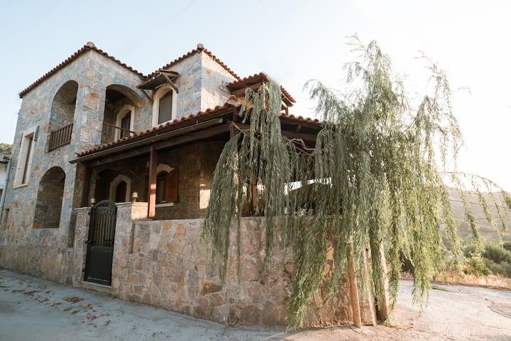 Rustic Stone Home, Milopotamos, Rethymno