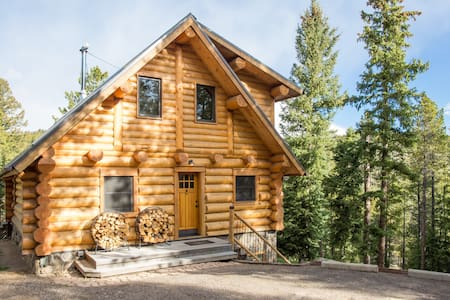★☆Log Cabin on the River→Hot Tub | BBQ | Fire Pit