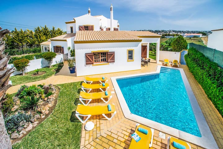 Villa Monte Galego