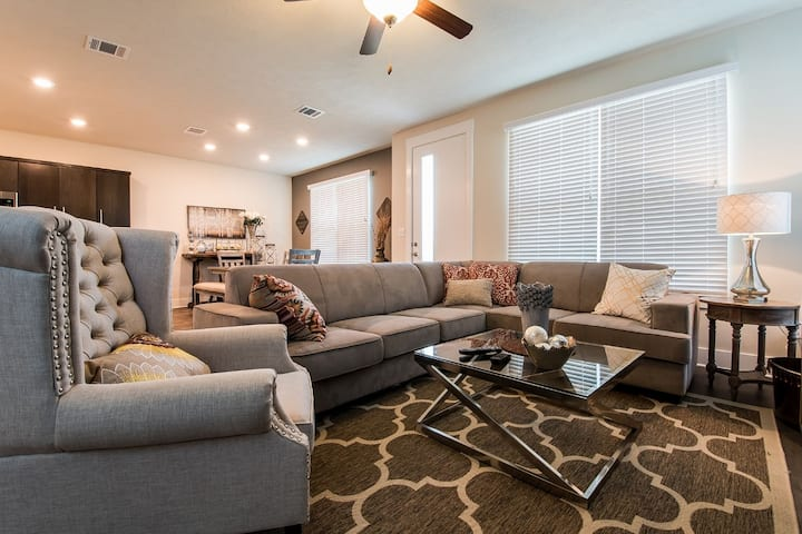 Townhome with A Contemporary Flair!