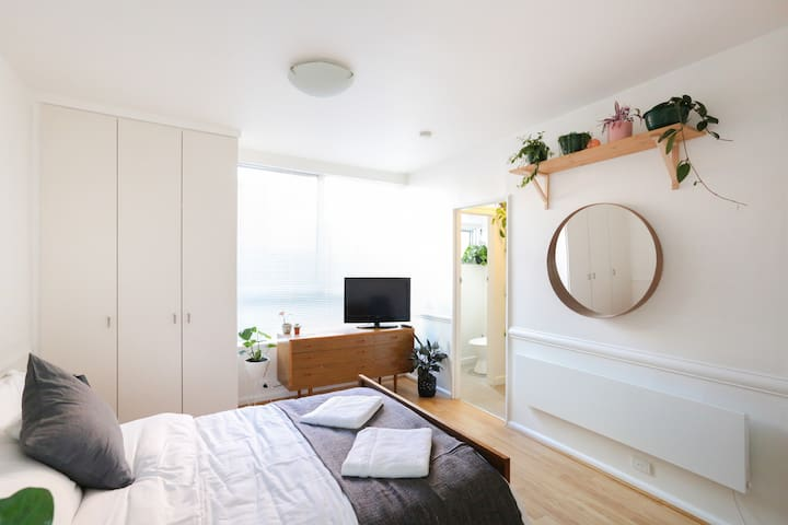 Sunny East Melb Apartment - moments from CBD - East Melbourne - Apartemen