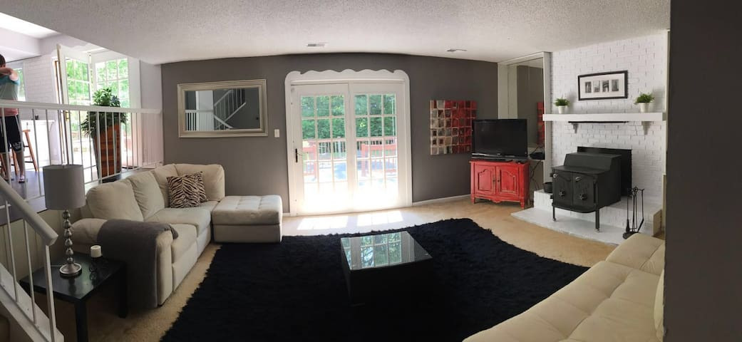 Centrally Located House ready for entertaining - Indianapolis - Huis
