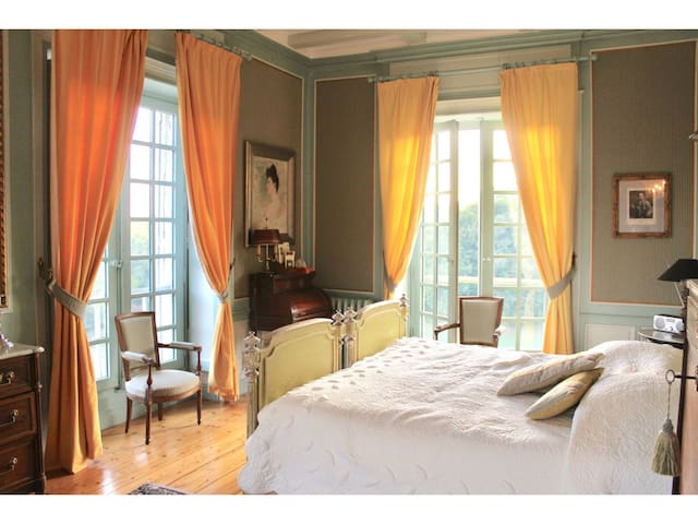 Suite-Deluxe-Ensuite with Bath-Park View-Chambre du Parc