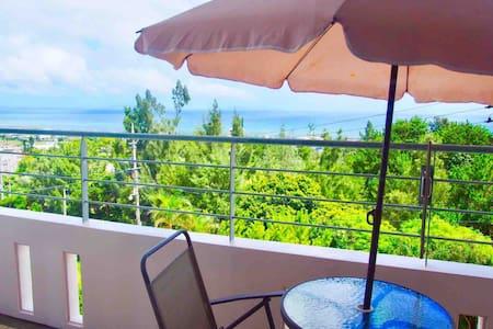 海を眺めてリラックス☆高速ICまで10分☆ビーチまで3分☆沖縄観光にアクセス便利な立地
