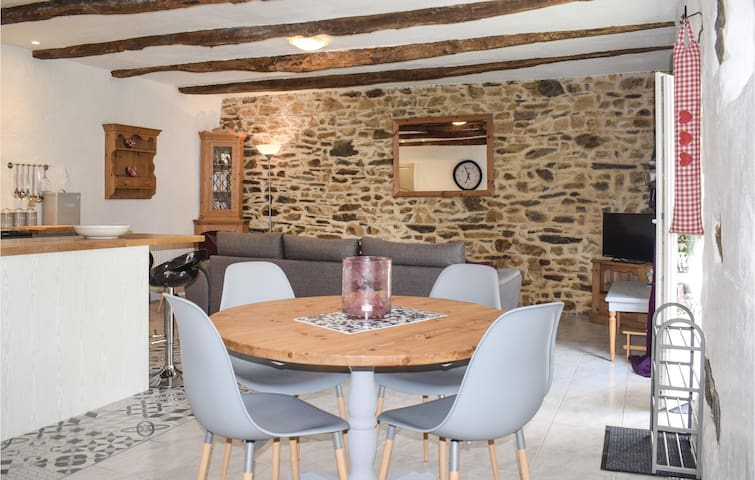 Semi-Detached with 2 bedrooms on 80m² in Callac de Bretagne
