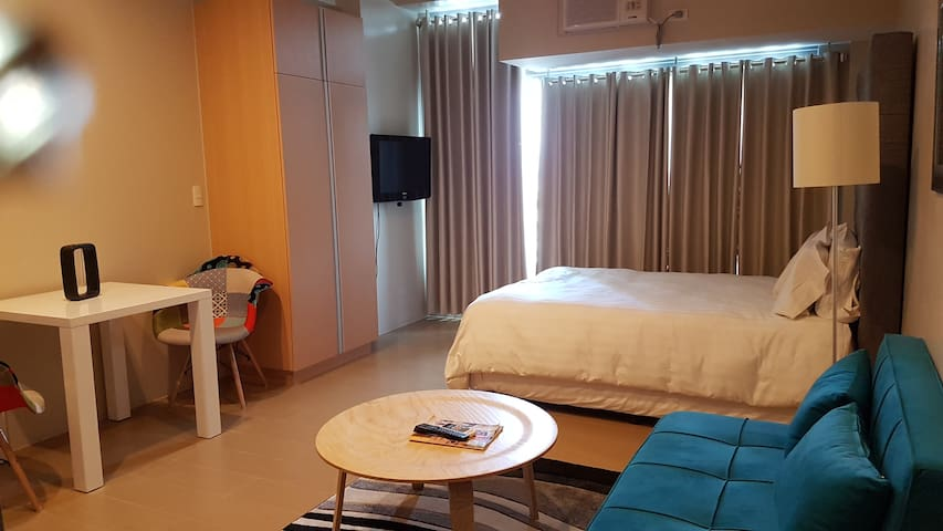 Cozy Room with Pool & Gym in Eastwood City - 奎松城 - 公寓