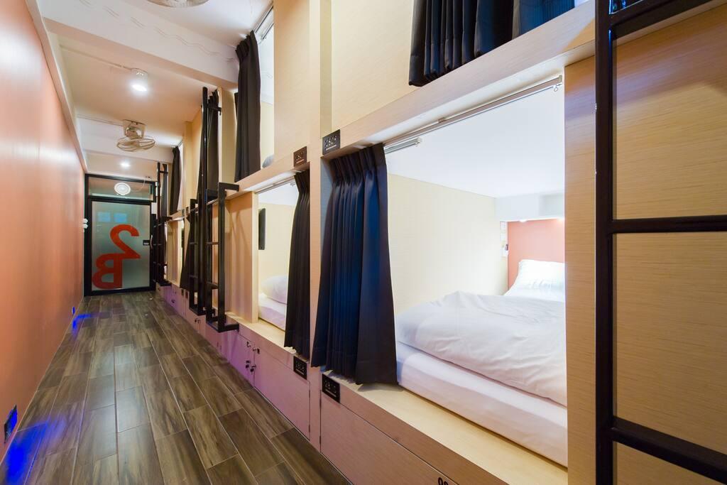 matchbox bangkok couple sleep dorm4 hostels for rent in bangkok krung thep maha nakhon thailand. Black Bedroom Furniture Sets. Home Design Ideas