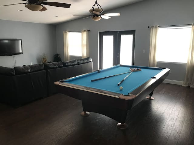 Orlando Area 3BR/2BA Home with Pool Table