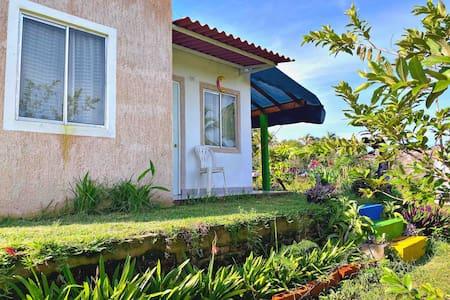 Jovita y Pancho-Casa Azucena, SALADITA SURF