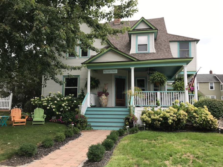 Happy house 2 apartments for rent in grand haven for Beach house designs south haven mi