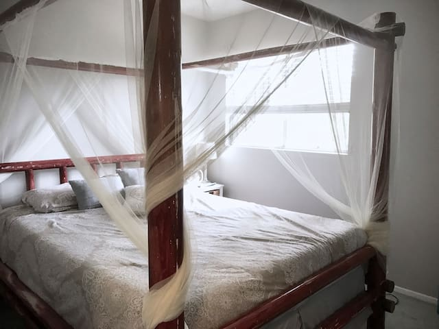 Cozy room in the heart of Venice with bike & board