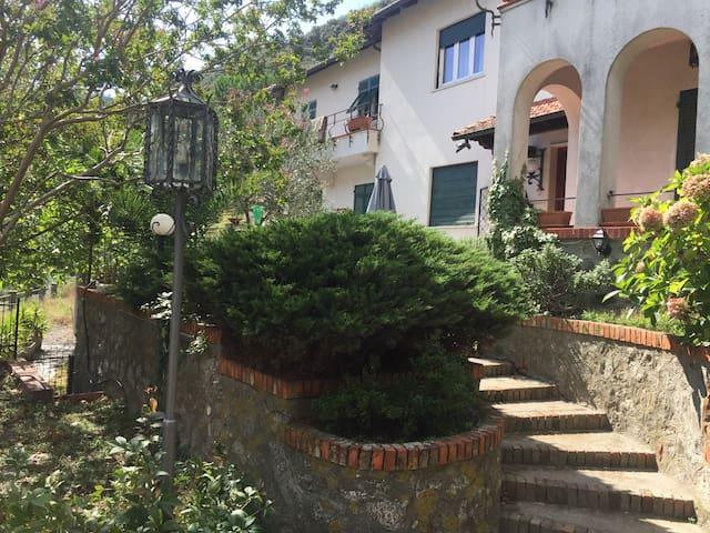 Villa a 5 KM dal mare con giardino: 9 posti + 2