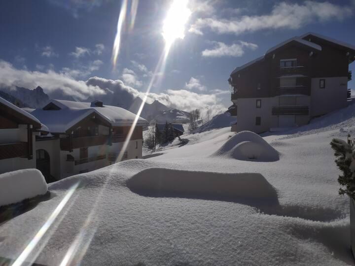 T2 RDC terrasse Sud, skis aux pieds