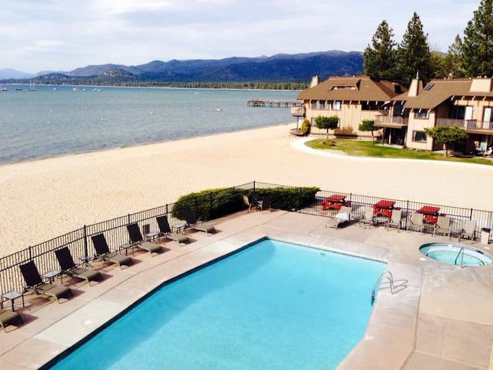 AMAZING LAKEVIEW 1BR UNIT, POOL, BEACH AND PARKING