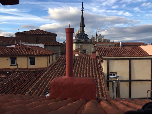 Habitación barrio húmedo ático - León - Appartement