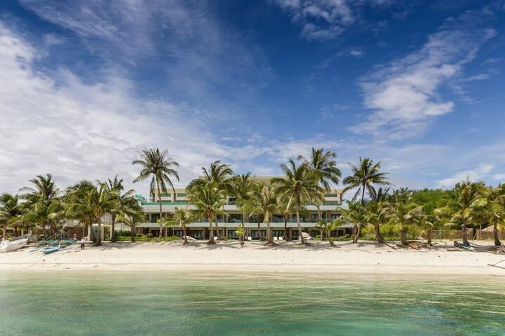 4 Presidential Beachfront Apartments - 12 bedrooms