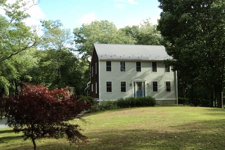 Country location, close to Providence - House