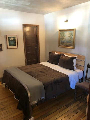 The Avon-Private Queen Bed/Shared Bathroom