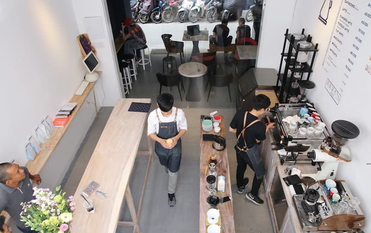 (3) Come for the experience, stay for the coffee. - Ho Chi Minh City - Apartment