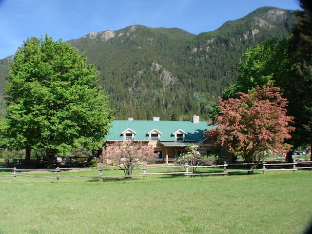 Swanson Lodge - Troy - Bed & Breakfast