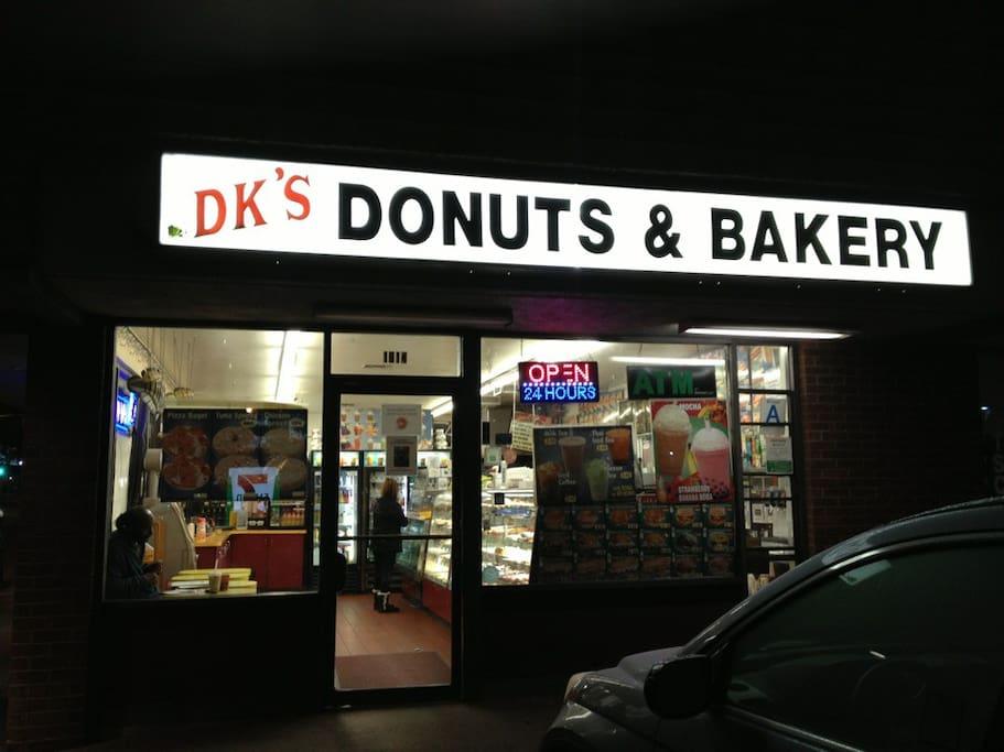 Photo de DK's Donuts & Bakery