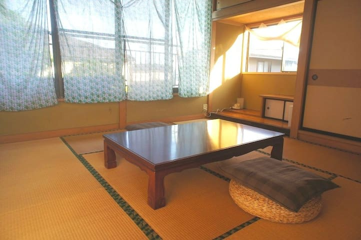 ROOM1  和室8畳:定員3名まで。寝具は布団です。 夏季は扇風機、冬季は石油ストーブ・電気毛布をご用意しております。