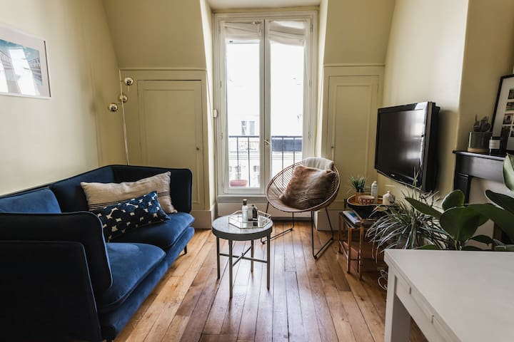 Bright apt near the Moulin Rouge  - Professional Cleaning