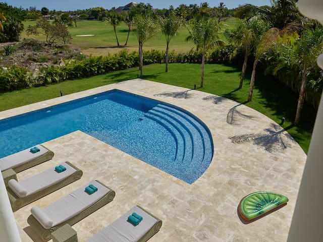 LUXURY VILLA 339 COCOTAL GOLF, 5BR,MAID,POOL & BBQ