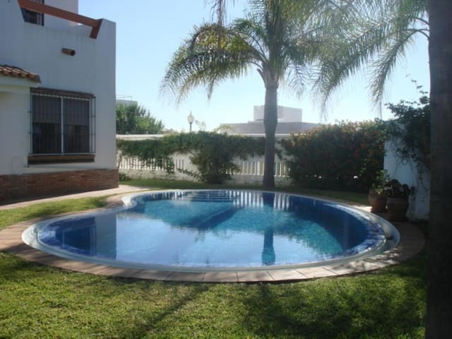 Villa with private pool 500 meters from the sea quiet place