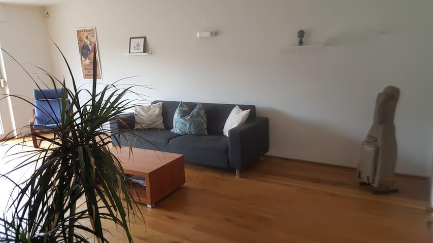 Lichtdurchflutete 3 Zimmer Wohnung in Düsseldorf - Düsseldorf - Apartment
