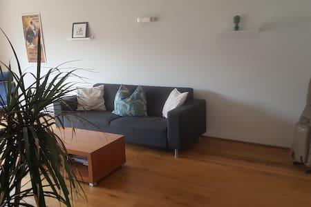 Lichtdurchflutete 3 Zimmer Wohnung in Düsseldorf - Düsseldorf - Apartemen