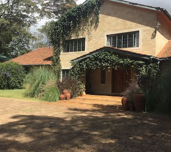 Beautiful English home in Karen. - Nairobi - Bed & Breakfast