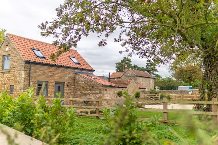 Cosy dog friendly country bolthole for three