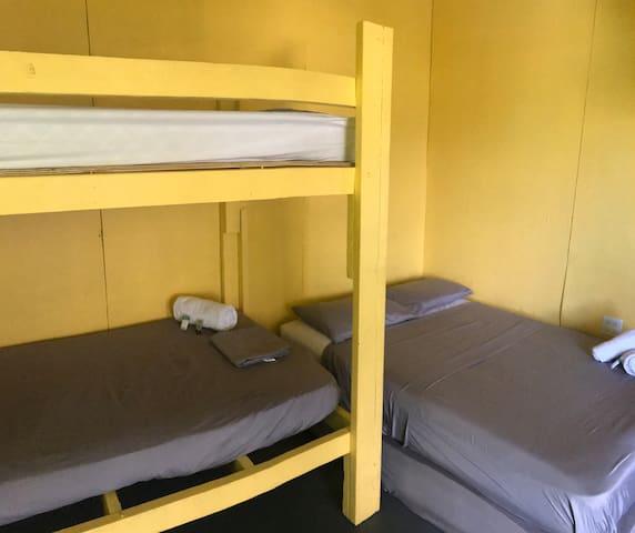 R8 - 3 Beds Sleeps 4