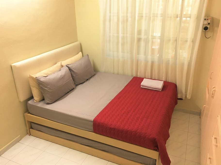 1 Queen bed and 1 pull out Single bed, comfortably fit up to 3 guests