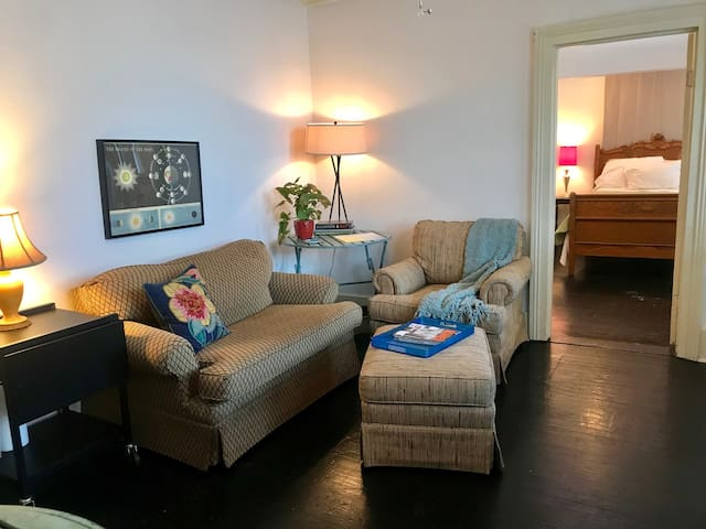 Suite in Downtown Cottage with Private Entrance