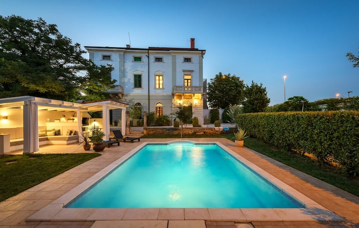 Villa Vigneri with a large garden and a pool