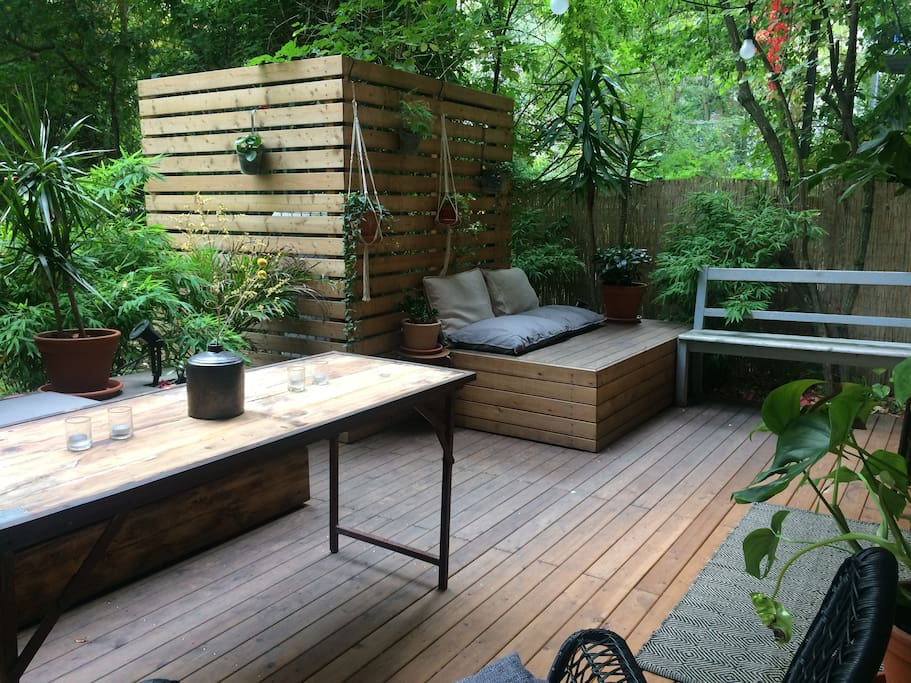 Many options for seating outside and outdoor dining