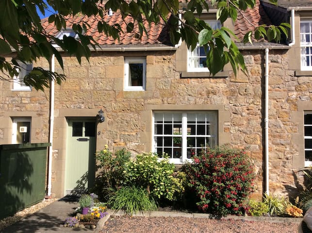 2 bed cottage in stunning Kingsbarns nr St Andrews