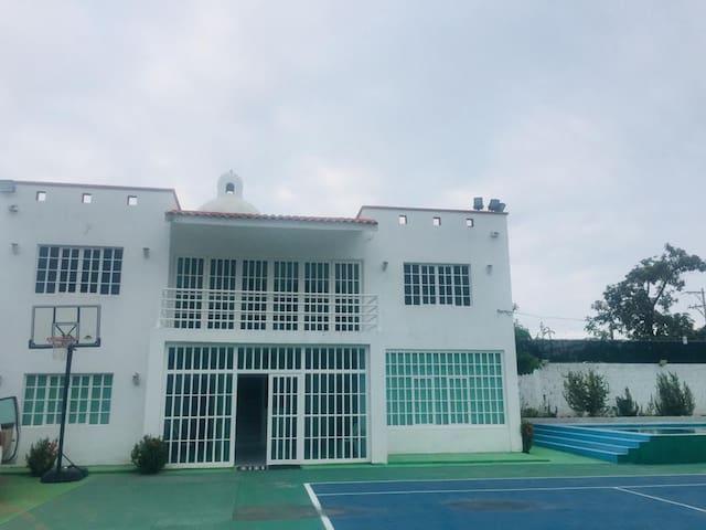 Hermosa casa grande con alberca