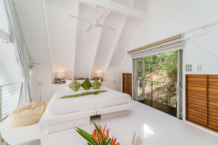 Headland Villa 3 Mezzanine Room