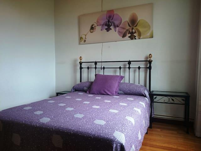 Habitación de matrimonio con cama de 1.35m