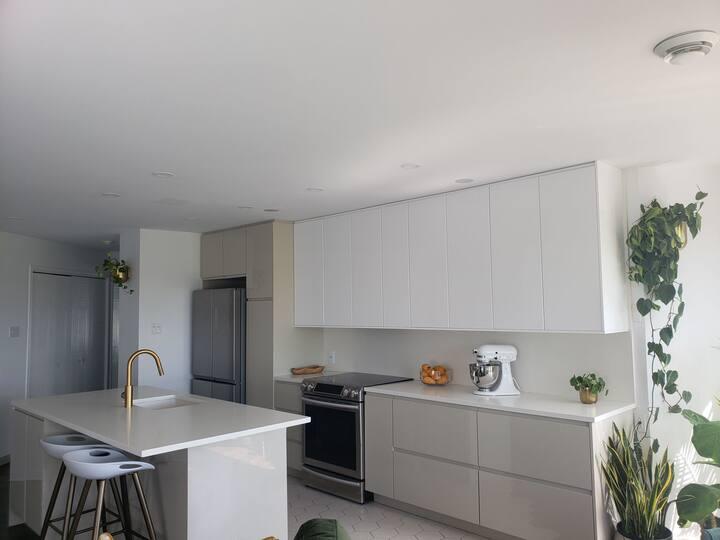 All inclusive bright 2 bedrooms condo near dix30