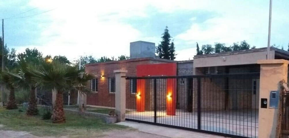 Casa familiar con piscina hasta 12 personas