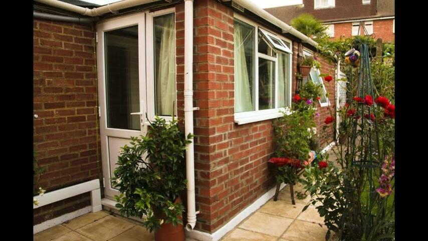 Compact Garden Studio/Annex