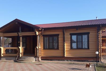 Дом- баня с бассейном на берегу озера