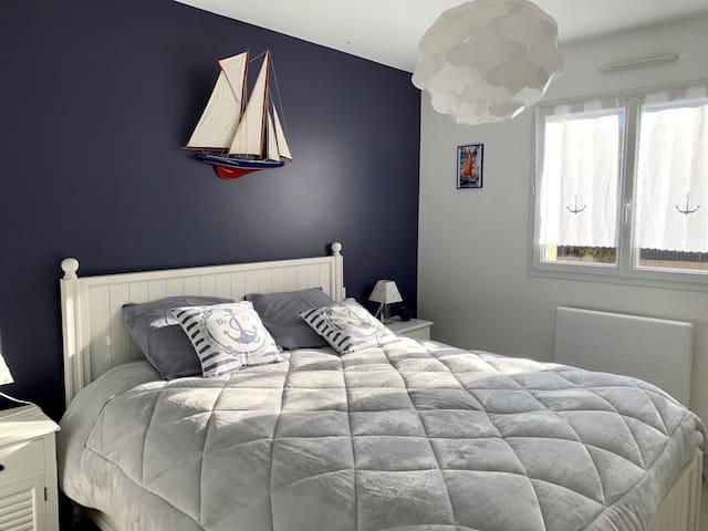 très belle chambre avec rangements lit 160