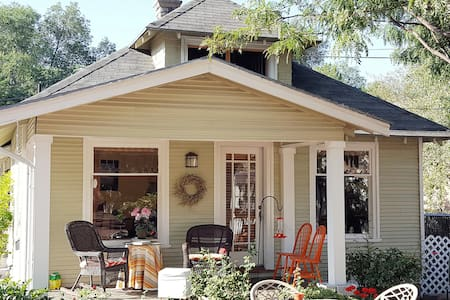 Attractive Bungalow Suite Walkable to Downtown