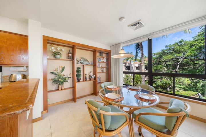 Amazing top floor condo w/ private lanai & shared pool/hot tub/gym!