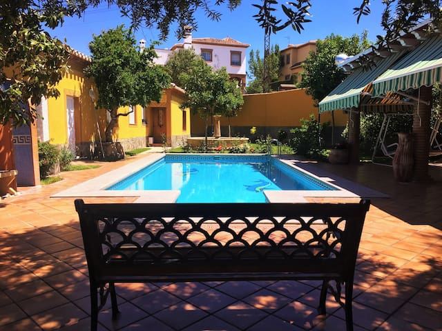 Holiday cottage with fireplace just 5 min Granada - La Zubia - Hus